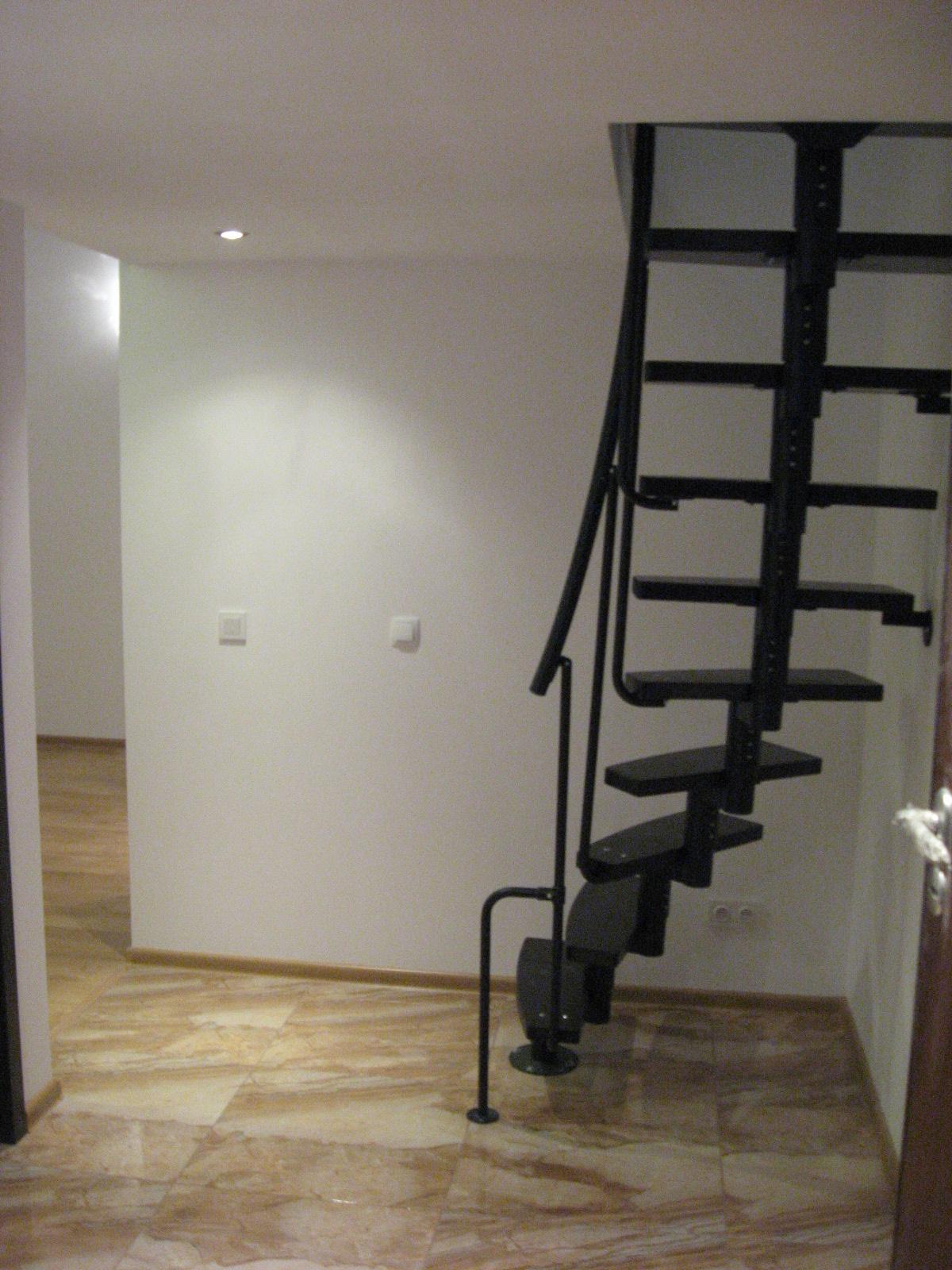 schody kręcone na antresole
