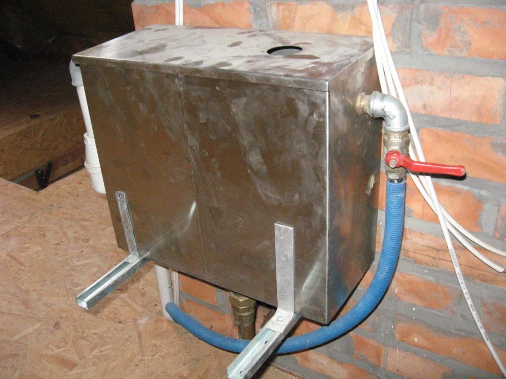 przelewka zbiornik w zbiorczy przepełnienie kominka