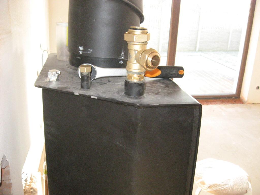 instalacja podłączeni do kominka z płaszczem wodnym