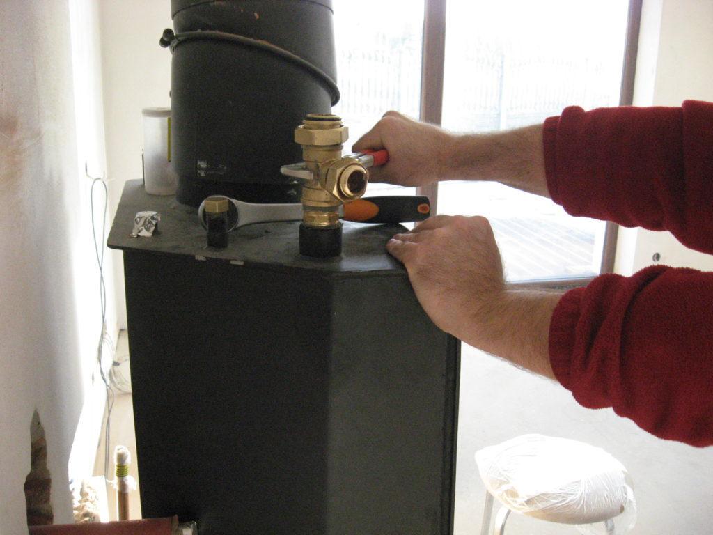 montaż instalacji grzewczej kominek z płaszczem