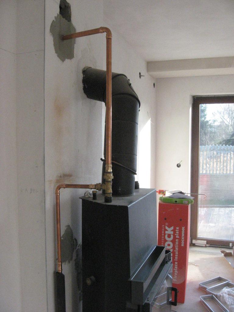 wkład kominka z płaszczem instalacje hydrauliczne podłączenie