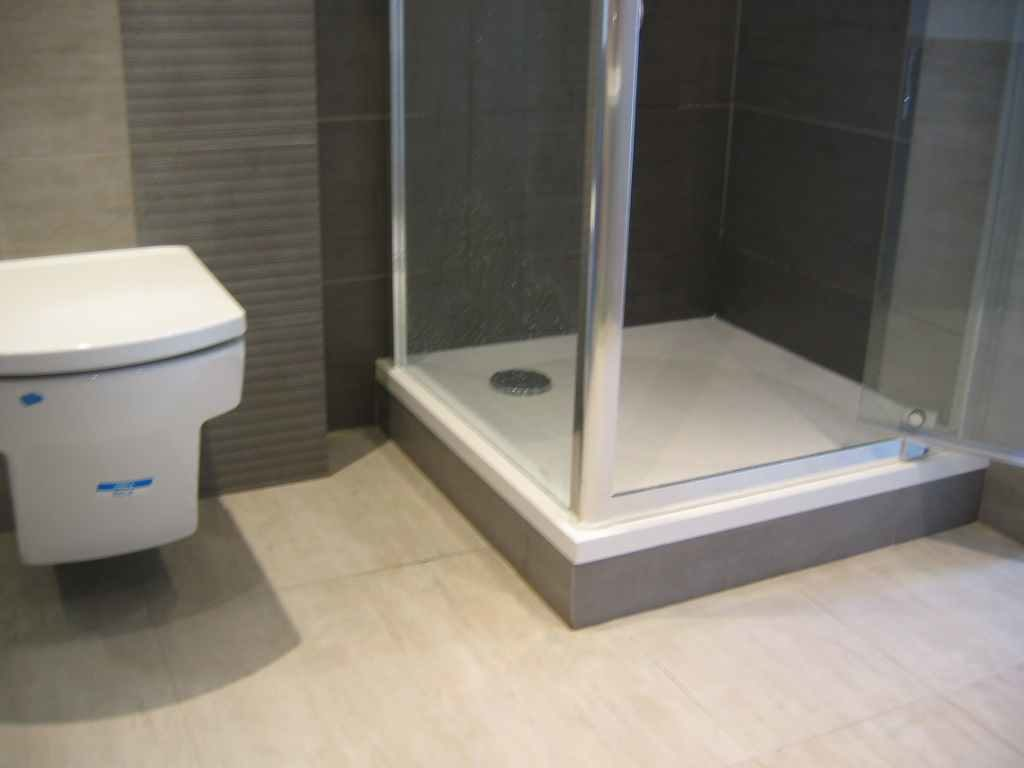 kabina prysznicowa obok wc