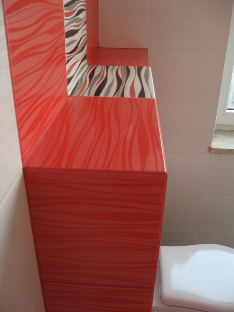 Stylowa łazienka Czarno Biało Czerwona Usługi Remontowe