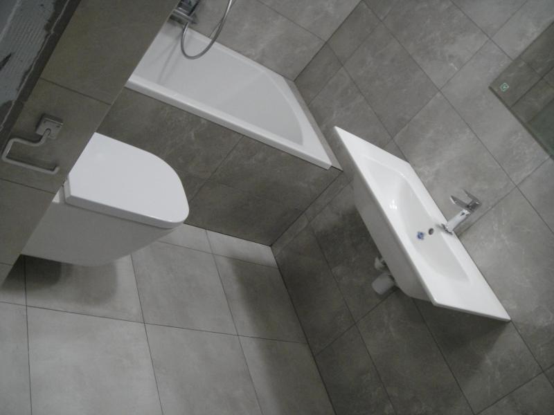 Łazienka i WC z parawanem na wannę