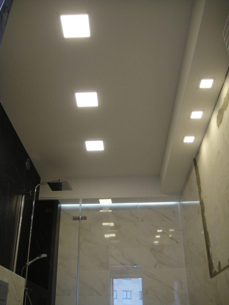 oświetlenie w łazience led panel sufitowy