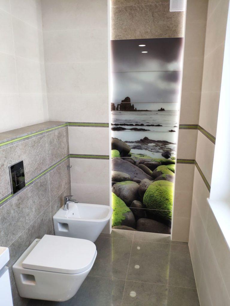 łazienka ze szklanym dekorem