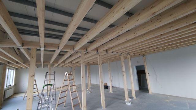 Strop drewniany 200m/2 w hali magazynowej antresola użytkową